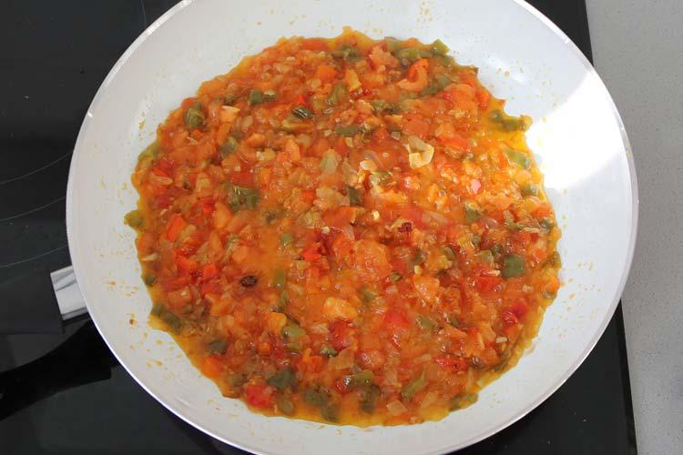 Tomate cortado en daditos y pimiento choricero