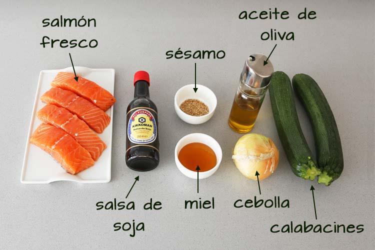 Ingredientes para hacer salmón con salsa de soja y miel