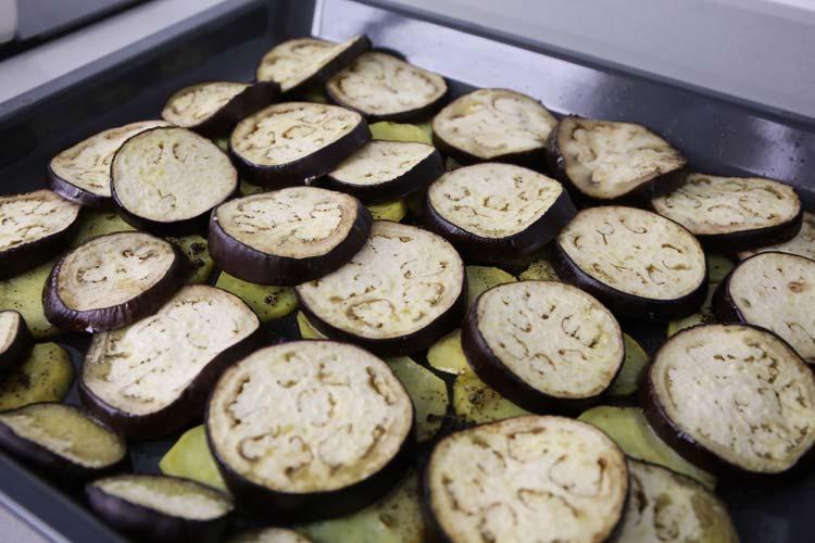 Las berenjenas y las patatas deben quedar blanditas