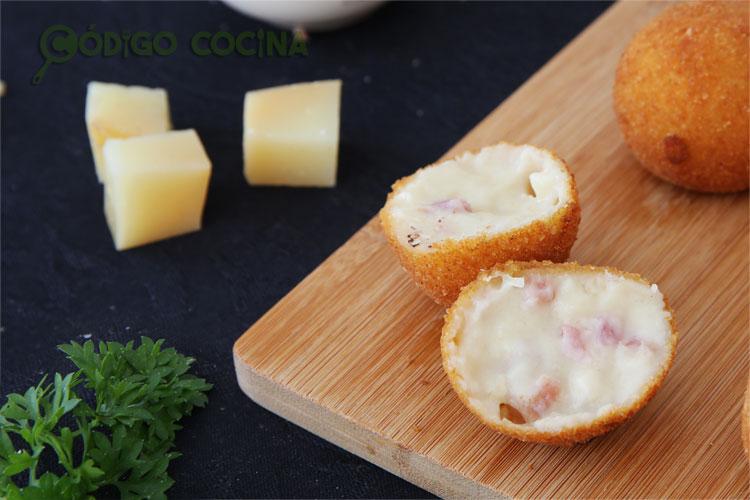 Así de cremosas quedan las croquetas de queso y jamón
