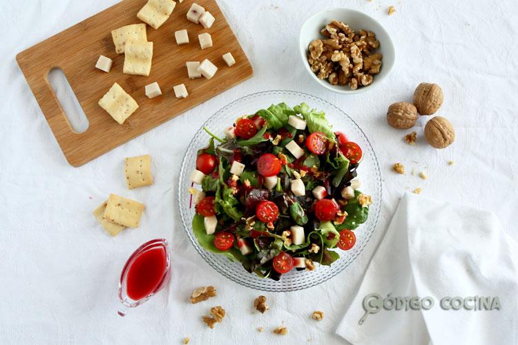 Ensalada con vinagreta de frutos rojos