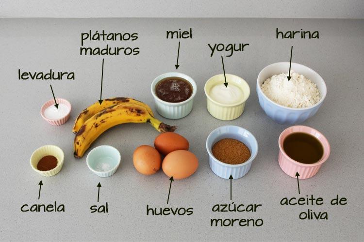 Ingredientes para hacer bizcocho de yogur, plátanos y miel