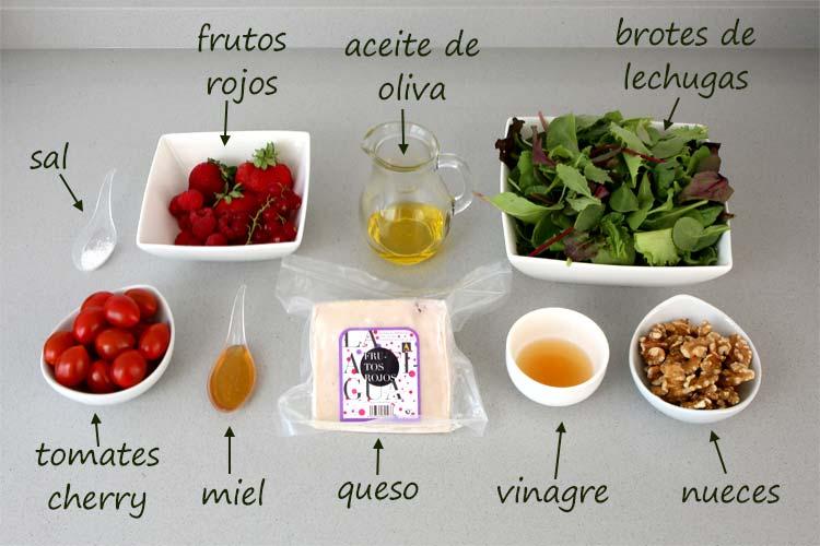 Ingredientes para hacer la ensalada de queso, nueces y vinagreta de frutos rojos