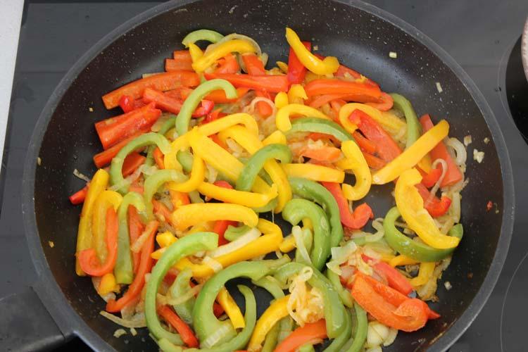 Pochar las verduras de las fajitas