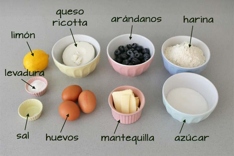 Ingredientes para hacer el bizcocho de queso ricotta y arándanos