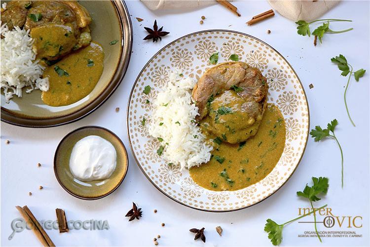Tournedó de cordero con salsa de curry y arroz basmati