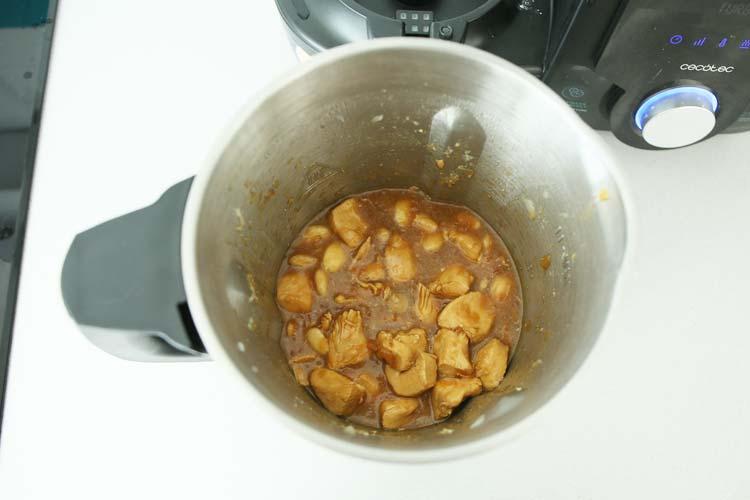Añade el resto de ingredientes a la jarra de Mambo
