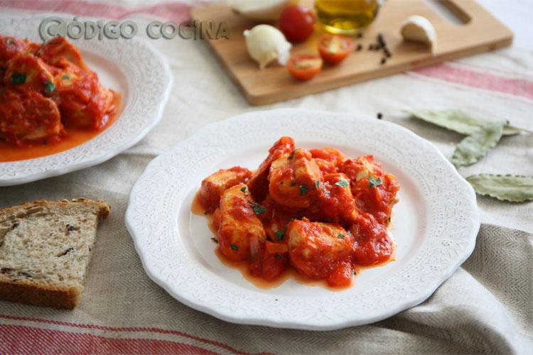 Bonito con salsa de tomate