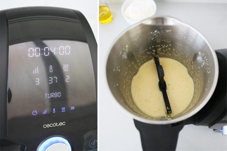 Añade los huevos y bátelos