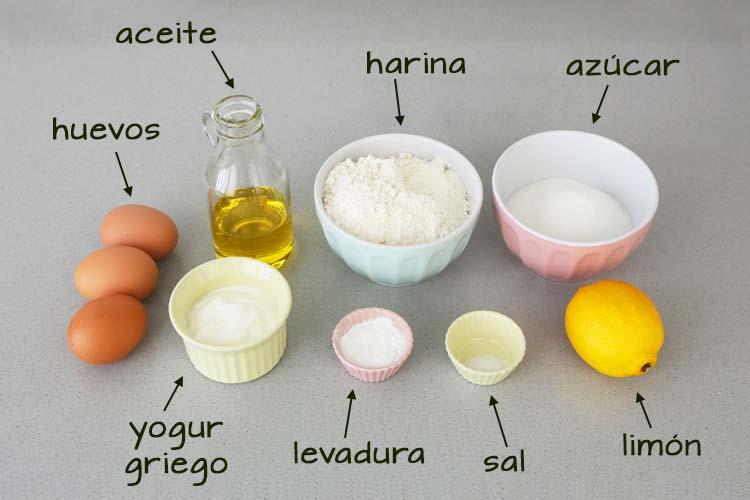Ingredientes para hacer un bizcocho de yogur y limón