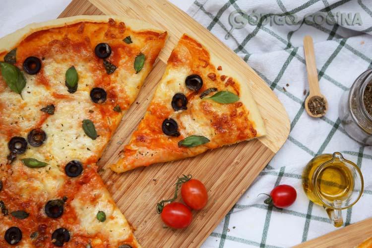 Masa de pizza con robot Mambo