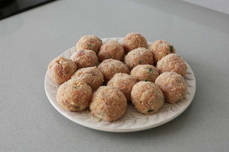 albóndigas rebozadas con pan rallado