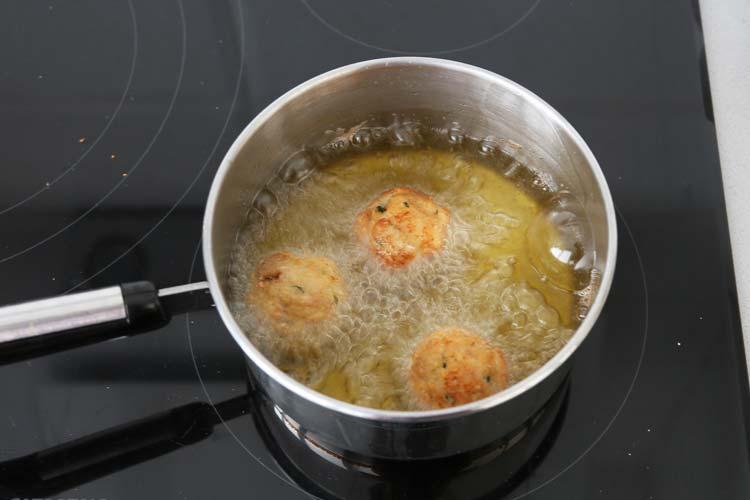 albóndigas de pollo fritas