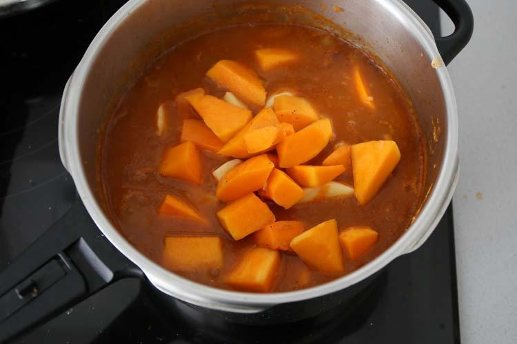 Incorporar la calabaza, la zanahoria y la patata