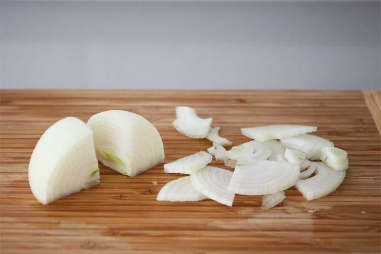 Cortar la cebolla en juliana