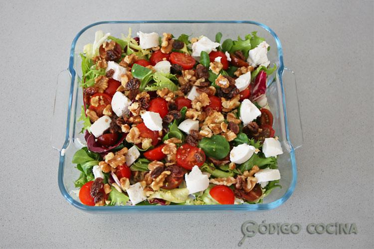Coloca los ingredientes en una ensaladera