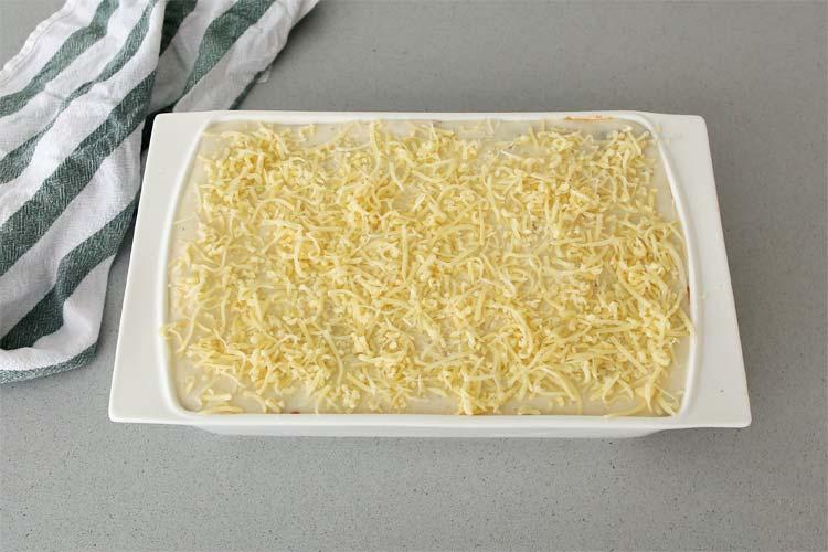 Verter una última capa de bechamel, queso y gratinar