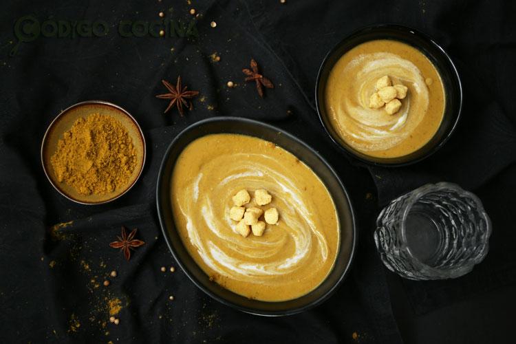 Crema de lentejas al curry con leche de coco