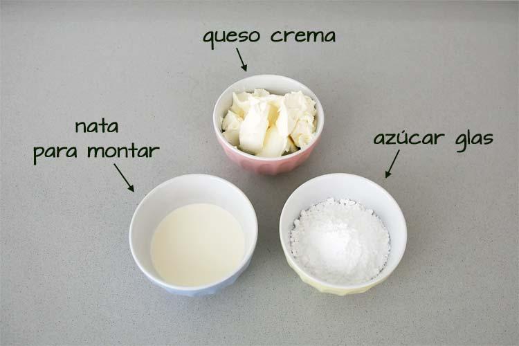 Ingredientes para hacer la cobertura de queso de la tarta Guinness