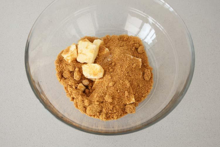 Mezclar la mantequilla con el azúcar