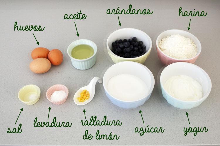 Ingredientes para hacer muffins de arándanos y yogur