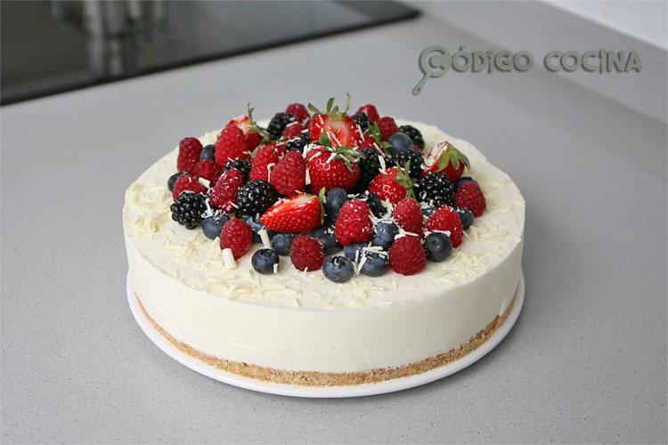 tarta con frutos rojos y chocolate blanco