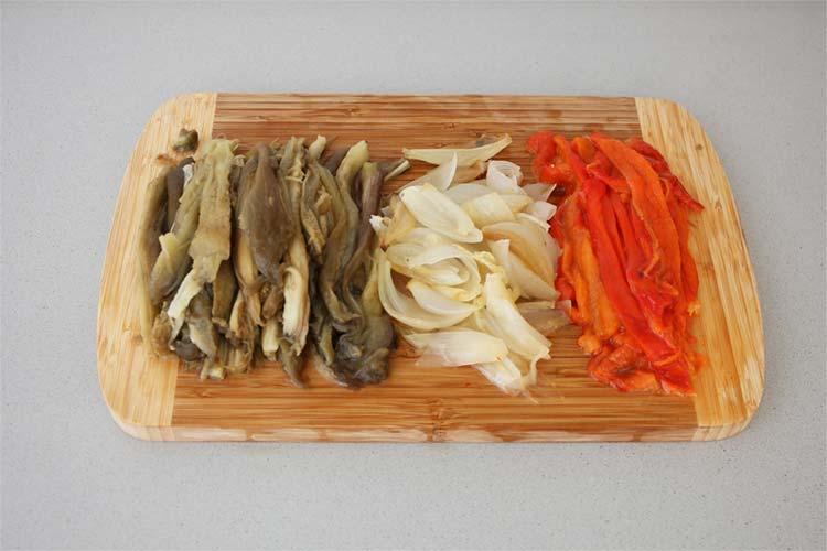 Hacer tiras las verduras asadas