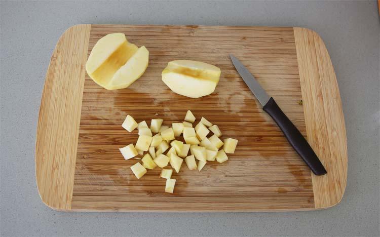 Cortar la manzana en daditos