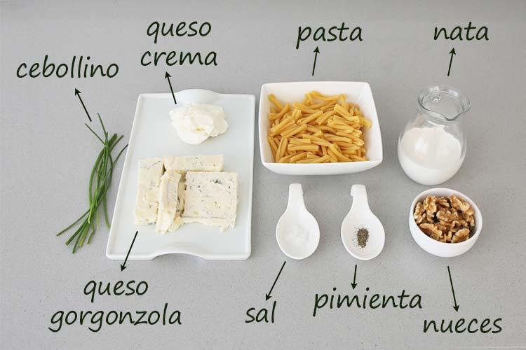 Ingredientes para hacer pasta con queso gorgonzola y nueces