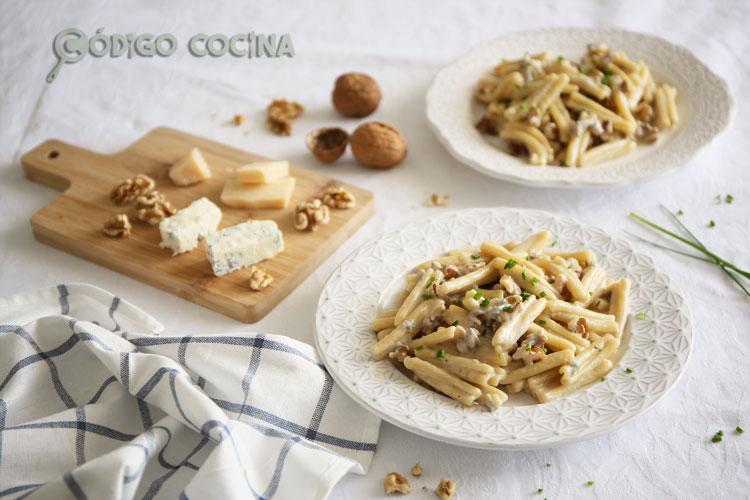 Pasta con queso gorgonzola y nueces