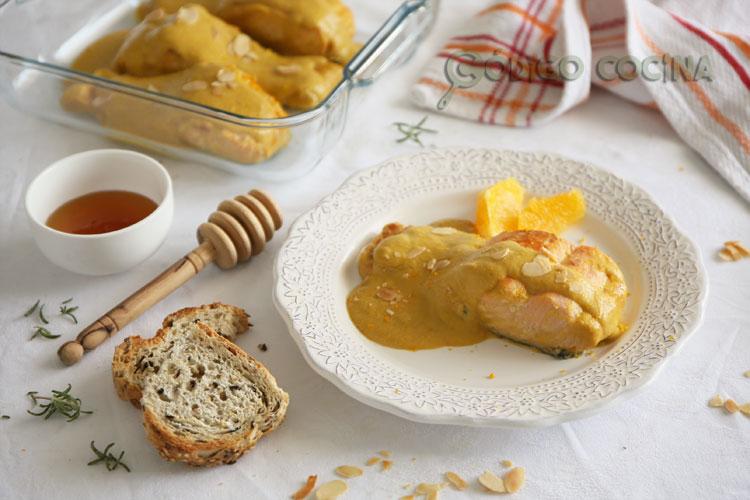Salmón con salsa de naranja y almendra