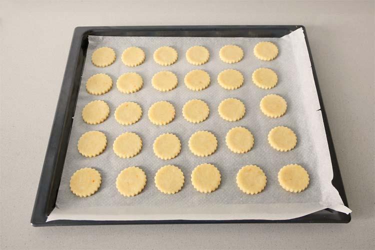 Hornear las galletas de queso