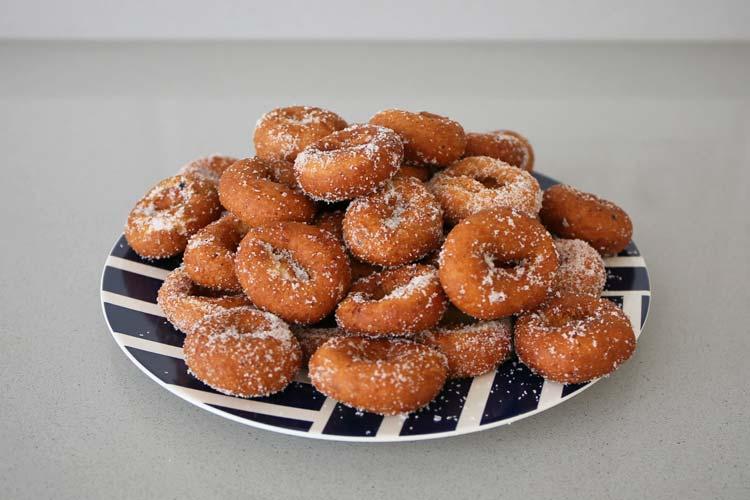 Rosquillas fritas con azúcar