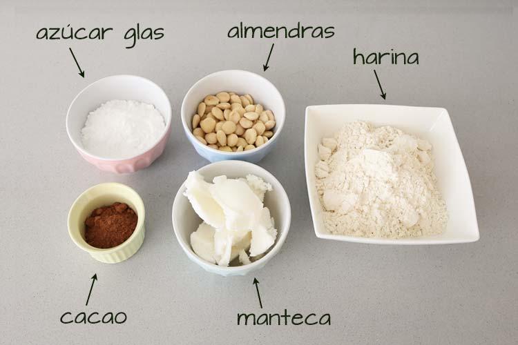Ingredientes para hacer polvorones de chocolate