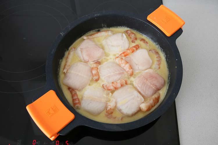 merluza en salsa con langostinos