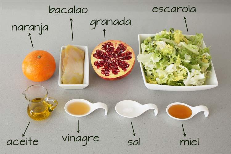 Ingredientes para hacer ensalada de escarola, bacalao y naranja