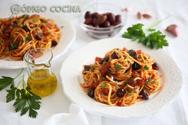 Receta para hacer espaguetis a la puttanesca
