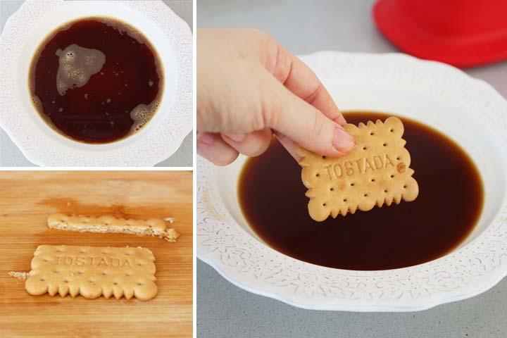 Mezclar el café con el azúcar y mojar las galletas
