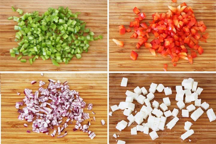 Cortar los pimientos, la cebolla y el queso feta en cubitos