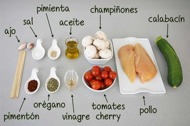 Ingredientes para hacer brochetas de pollo y verduras